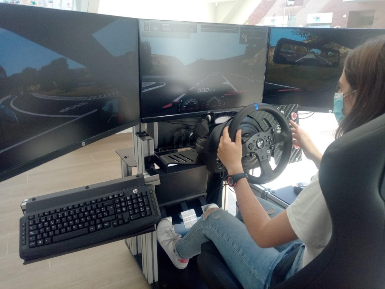 Autoescuela La Blanca instala un simulador Simescar Lite