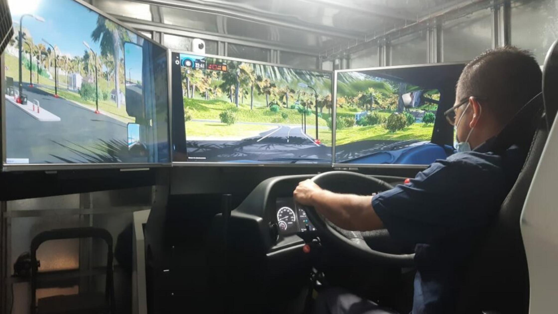Solistica-Coca Cola drivers train on Simumak simulators