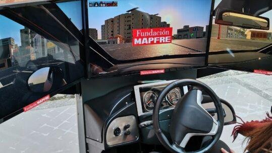 estudio Mapfre uso del móvil al volante con simulador Simescar de simumak